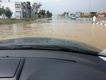 Guidando in un'inondazione Fotografia Stock