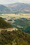 Guidando verso le sorgenti di Hanmer, NZ Fotografie Stock Libere da Diritti