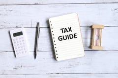 Guide d'impôts photographie stock libre de droits
