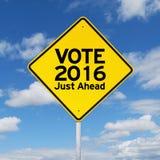 Guide de poteau indicateur pour voter 2016 juste en avant Photos libres de droits