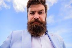 Guide de toilettage final de barbe et de moustache Astuces expertes pour la moustache croissante et de maintien Barbu beau de hip photos libres de droits