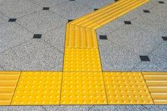 Guide del marciapiede per i ciechi fotografie stock