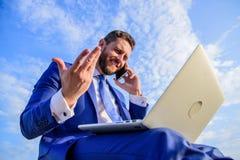 Guide final de chef devenant de ventes Responsabilités de directeur commercial Séjour dans le contact Travail formel de costume d image stock