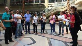 Guide touristique à Caracas, au Venezuela dans le message publicitaire, financier, le touriste et le secteur culturel de Sabana g banque de vidéos