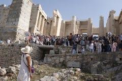 Guide touristique à l'Acropole, Atthens, Grèce image stock