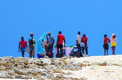 Guide turistiche locali che cucinano nel Mozambico Fotografia Stock