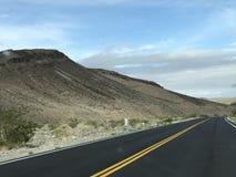 Guidi attraverso il deserto fotografia stock