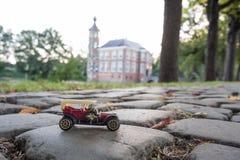 Guidi in macchina vicino al castello di Bouvigne fotografia stock libera da diritti