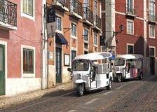 Guidi un Tk Tuk a Lisbona fotografie stock