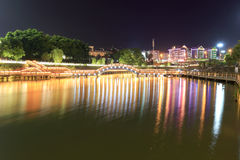 guihu乌龟湖木曲拱桥梁在晚上 免版税图库摄影
