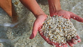Guijarros del mar en las manos Foto de archivo libre de regalías