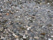 Guijarros en la orilla del río 2 Imagenes de archivo