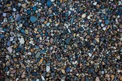 Guijarros en la orilla del río, fondo con las piedras Imagenes de archivo