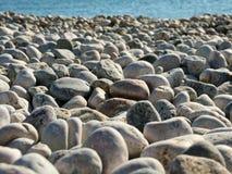 Guijarros en la playa, foco suave Imagen de archivo libre de regalías