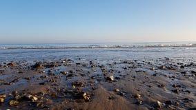Guijarros en la playa en Trimmingham, Reino Unido fotografía de archivo