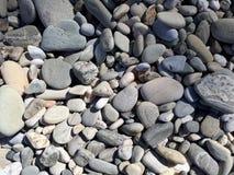 Guijarros hermosos en la playa imagen de archivo