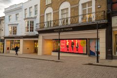 Guildford, Великобритания - 21-ое марта 2018: Дом универмага Fraser видно магазин в главной улице Стоковое Изображение RF