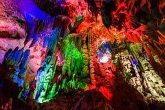 Пещеры серебра Guilin освещают вверх Стоковая Фотография