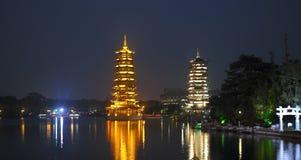 Guilin - China - Pagoden - Fir See lizenzfreie stockfotografie