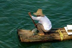 Guilin, China: Pescador en el río de Lijiang Imágenes de archivo libres de regalías