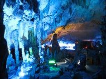 Guilin Kina-December 30, 2007: Reed Flute Cave eller slotten av naturliga konster arkivbild