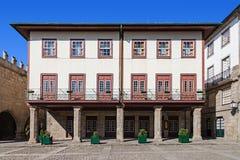 guimaraes Portugal Średniowieczny budynek w Oliveira kwadracie zdjęcie royalty free