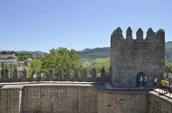 Guimaraes van het kasteel wordt gezien dat Royalty-vrije Stock Afbeeldingen