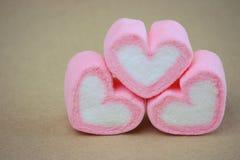 Guimauve dans la forme de coeur pour l'amour Photos libres de droits