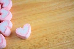 Guimauve de forme de coeur pour le fond de valentines Photographie stock libre de droits