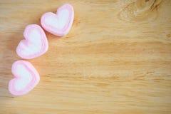 Guimauve rose de forme de coeur pour le fond de valentines Photo libre de droits