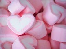 Guimauve rose de forme de coeur pour le fond de valentines Image libre de droits