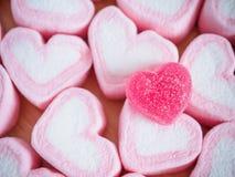 Guimauve rose de forme de coeur pour le fond de valentines Photos libres de droits