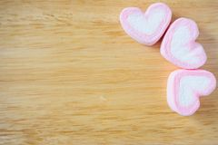 Guimauve rose de forme de coeur pour le fond de valentines Images stock