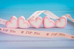 Guimauve rose de forme de coeur pour le thème d'amour et le backgr de Valentine Photos stock