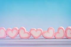 Guimauve rose de forme de coeur pour le thème d'amour et le backgr de Valentine Photographie stock