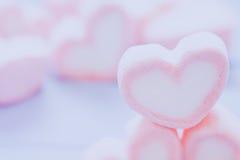 Guimauve rose de forme de coeur pour le thème d'amour et le concep de Valentine Photographie stock libre de droits
