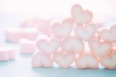 Guimauve rose de forme de coeur pour le thème d'amour et le concep de Valentine Images libres de droits