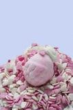 Guimauve sous la forme de fraises, et de coeurs de sucre Image stock