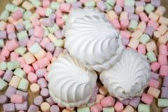 guimauves Fond ou texture de mini guimauves colorées photographie stock libre de droits