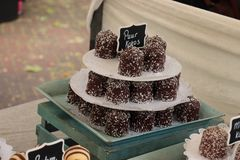 Guimauves recouvertes de chocolat photos stock