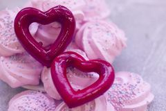 Guimauves roses et coeur rouge Image libre de droits
