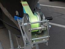 Guincho do reboque do barco com corda azul Imagens de Stock