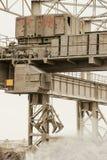 Guindaste aéreo bonde com garra mecânica da parte superior do multivalve Fotografia de Stock Royalty Free