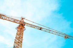 Guindaste de construção no canteiro de obras Imagens de Stock