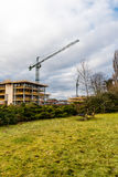 Guindaste de construção no terreno de construção no rio de Nene, Northampton Fotografia de Stock Royalty Free
