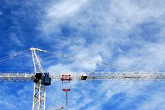 Guindaste de construção Fotos de Stock Royalty Free
