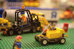 Guindaste de Lego imagens de stock royalty free