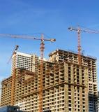Guindaste do edifício e casa nova Imagem de Stock Royalty Free