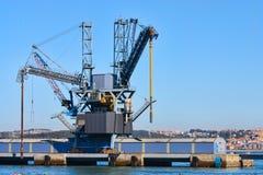 Guindaste do porto Fotos de Stock Royalty Free