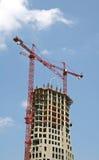 Guindaste do vermelho da torre da construção fotos de stock